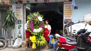 dạy cắm hoa tang lễ