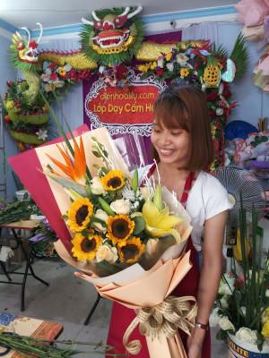 Dạy cắm hoa sinh nhật bó dài đẹp