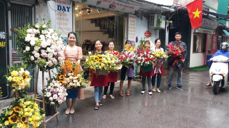 lớp dạy cắm hoa nghệ thuật